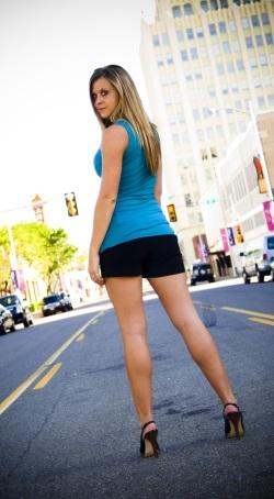 Fetisch, grosse Frau auf High Heels