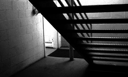 Dunkles Treppenhaus