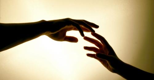 Frauen und Männerhand
