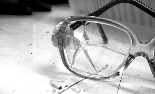 Zerbrochene Brille