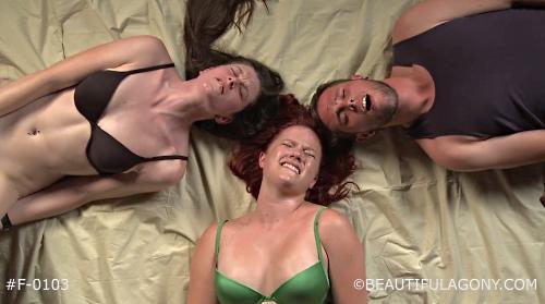 Zwei Frauen und ein Mann beim Orgasmus